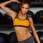 Aya(トレーナー)の腹筋トレーニングのやり方と食事やダイエット方法